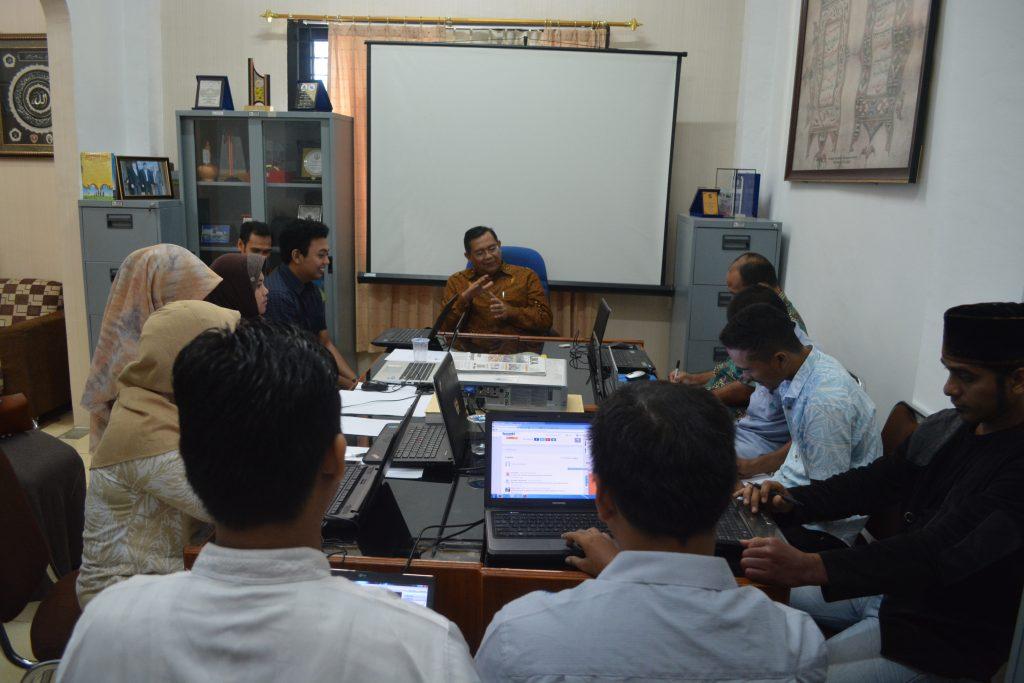 Prof. Dr. Syahrizal Abbas, MA membuka acara Pelatihan Penguatan Skill Web