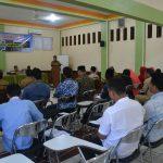 Kadis Syariat Islam Aceh sedang membuka acara Pembekalan Syariat Islam Bagi Ormas dan Keagamaan di Daka Hotel Banda Aceh(14/03/2017)