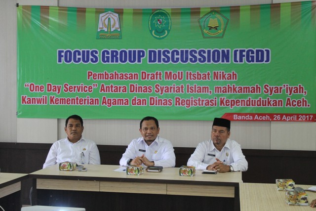 Kepala Dinas Syariat Islam Dr Munawar MA sedang Membahas Draft Mou Itsbat Nikah Bersama Instansi terkait.