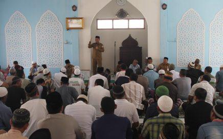 Kepala Dinas Syariat Islam Dr Munawar MA Sedang Memberikan Pemahaman Syariat Islam Bagi Warga Binaan LP Lambaro, (24/7).