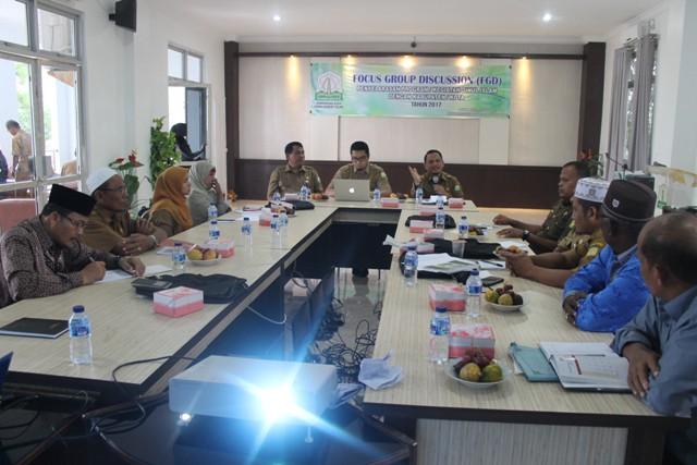 Suasana saat berlangsungnya FGD program yang berbasis syariah di gedung LPTQ Aceh pada hari Selasa (25/7/2017) pagi.