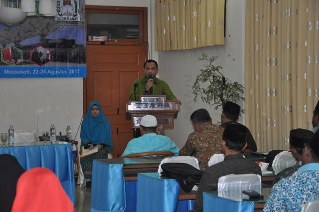 Dr Munawar A Djalil MA, saat Membuka Acara Pelatihan Pranikah di Hotel Tiara Meulaboh, Selasa (22/8).