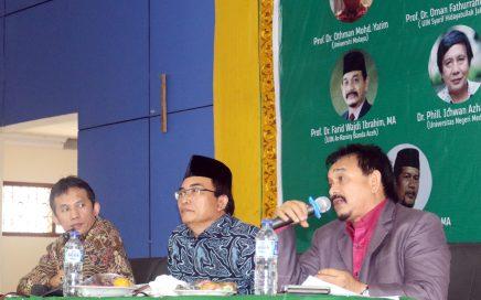 """Seminar international """"Masuknya Islam ke Nusantara"""" yang diselenggarakan DSI Aceh kerjasama UIN Ar-Raniry Banda Aceh bekerjasama dengan Dinas Syariat Islam Aceh di Aula Asrama Haji, Banda Aceh, Selasa 5 Desember 2017. (Foto: Nat Riwat)"""
