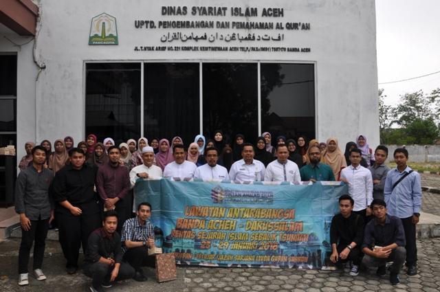 Pejabat di Lingkungan DSI Aceh Berfoto Bersama Mahasiswa Pengajian Qur'an dan Sunnah dari Kolej Universiti Islam Pahang Sultan Ahmad Shah Pahang