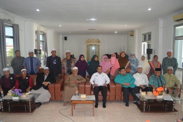 Foto Bersama Kadis Syariat Islam Aceh Dr Munawar A Djaliil MA dengan Rombongan Speaker Dewan Negeri Kelantan