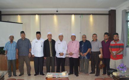Pejabat di DSI Aceh Melakukan Foto Bersama Persatuan Alumni Pendidikan Tinggi Indonesia, Cawangan, Kelantan, Malaysia Bertempat di Aula Gedung LPTQ Aceh Pada Hari Rabu (21/3/2018) Siang.