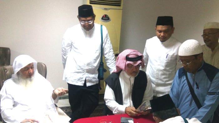 Pembagian Uang Baitul Asyi kepada JCH Kloter 1 Aceh di Mekkah