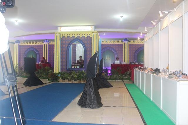 Peserta MTQN asal Aceh Muhammad Ikram Abdul Aziz cabang tafsir bahasa Arab putra sedang unjuk kebolehannya di Aula Quba Asrama Haji pada Rabu (10/10/18) pagi.