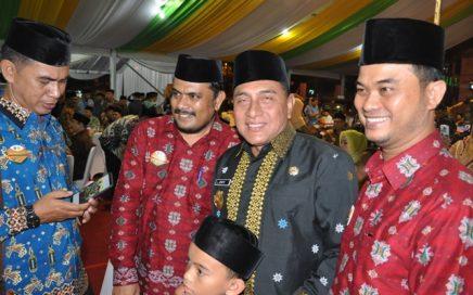 Kepala DSI Aceh Dr EMK Alidar, S.Ag, M.Hum (dua dari kanan) beramah tamah dengan Gubernur Sumut Edi Rahmayadi (tiga dari kiri) pada malam penutupan MTQN XXVII di Sumatera Utara pada jumat (12/10/2018) malam.