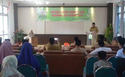 Kepala DSI Aceh Dr. EMK Alidar, S. Ag., M. Hum saat membuka seleksi calon qari-qariah Seleksi Tilawatil Quran Nasional (STQN) di gedung LPTQ Aceh pada hari Senin (11/3/19).
