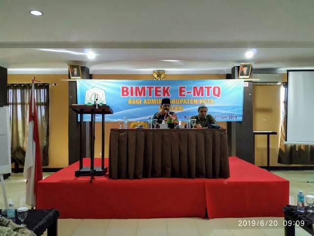 Kepala UPTD Pengembangan dan Pemahaman Al-Qur'an (PPQ) DSI Aceh Drs. Ridwan Johan (kiri), Kamis (20/6/2019) pagi membuka Bimbingan Teknis e-MTQ bagi admin Kabupaten/Kota se-Aceh di Hotel 88 Atjeh, Banda Aceh.
