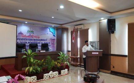 Kepala DSI Aceh Dr. EMK Alidar, S. Ag, M. Hum saat membuka kegiatan pelatihan tutor pendidikan Al-Qur'an Masjid Raya Baiturrahmanhotel Grand Permata Hati, Blang Oi, Banda Aceh pada Jum'at (17/8/2019) pagi.