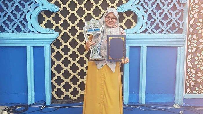Adila Lathifa, qari asal Aceh mengabadikan momen setelah menjuarai DMDI di Banten.