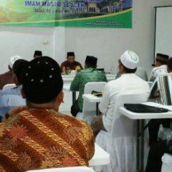 Suasana Kegiatan Pembekalan Peningkatan Kapasitas Imam Masjid Se-Aceh, di Aula Wisma Safira Sigli, Selasa (2/5).