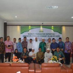 Peserta Diskusi Foto Bersama Syeikh Dr Abdul Muchsin Bin Abdullah Az-zikri, Hakim Mahkamah Kasasi dan Guru Besar Universitas Imam Muhammad Bin Su'ud Riyadh Arab Saudi, Kamis 25/01/2018 di Aula LPTQ Aceh.