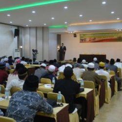 Kepala Dinas Syariat Islam, Prof Dr H Syahrizal Abbas MA sedang Membuka Acara Kegiatan Pembinaan & Peningkatan Kualitas Dai Se-Aceh