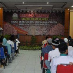 Dr Munawar A Djalil MA (Kadis Syariat Islam) selaku Panitia Pelaksana Menyampaikan Laporan Mengenai Pelaksanaan Kegiatan Cerdas Cermat Syariat Islam di Aula Arafah Asrama Haji  Aceh pada Rabu 1/11/2017