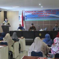 Kepala Dinas  Syariat Islam Aceh memberi Sambutan, Arahan Sekaligus Memebuka Acara Pembekalan Syariat Islam Bagi tokoh Perembuan dan Da'iyah Tahun 2017