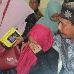 Najwatul Ulfa peserta cabang tartil anak putri terharu usai tampil Aula King Abdul Aziz Asrama Haji pada Minggu (7/10/18) pagi.