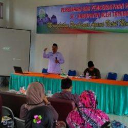 Drs Nasruddin MAg saat Memberikan Pembinaaan bagi Para Muallaf di Aceh Tamiang, Rabu, (13/9).