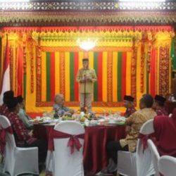 Plt Gubernur Aceh Nova Iriansyah saat memberikan kata sambutan pada pelepasan kafilah Aceh yang berlangsung di Meuligoe Gubernur Aceh (28/9/2018).