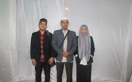 Arsyi Yallah (kiri) dan Hikmatul Husna (kanan) cabang tilawah dan 5 juz ditemani koordinator pelatih T Mardhatillah (tengah) di Istana Maimun Rabu (10/102018) Malam.