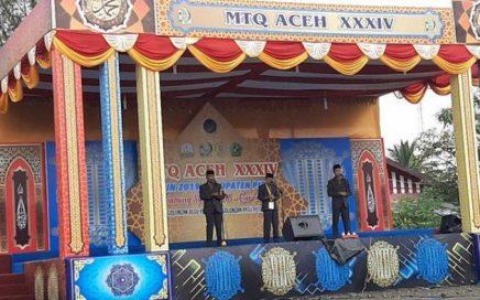 Peserta tampil pada Cabang Syarhil Quran yang dipusatkan di Alun-alun, Kecamatan Kota Sigli, Pidie.