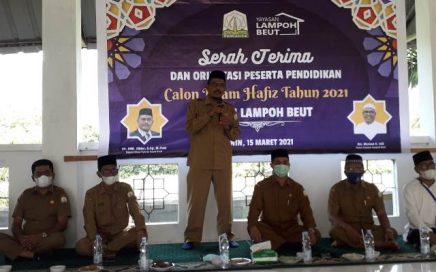 Kepala DSI Aceh, Dr. Emk Alidar, S. Ag., M. Hum saat serah terima dan orientasi peserta pendidikan calon imam hafidh tahun 2021 ke pihak Dayah Lampoh Beut, Lamlhom, Aceh Besar pada Senin (15/3/2021) pagi.